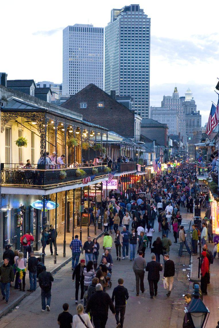 Zo kennen de meeste bezoekers New Orleans: drukte op Bourbon Street. Beeld Io Cooman