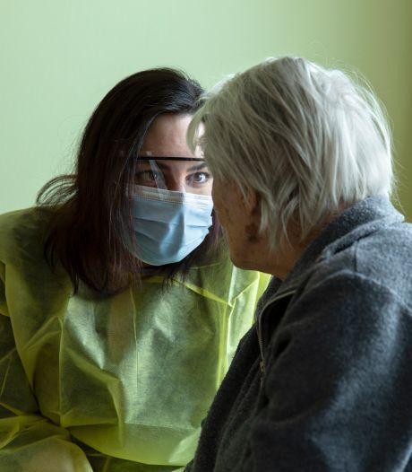 Amy van den Berg: 'Het zijn niet de besmettingscijfers, maar de verhalen erachter die je bij de keel grijpen'