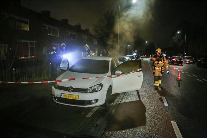 In de nacht van vrijdag op zaterdag heeft er aan de Waterstraat in Velp een geparkeerde auto gebrand.