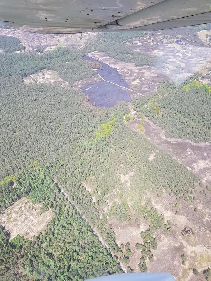 De schade aan de Tongerense Hei bij Epe na de aangestoken branden.
