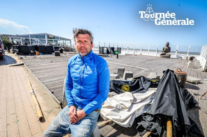 Sven Vermoortele op het terras in aanbouw van Reef Café in Blankenberge.