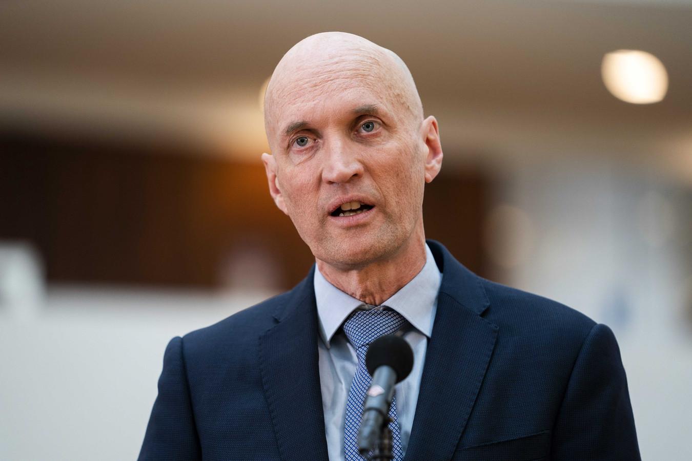 Ernst Kuipers, de voorzitter van het Landelijk Netwerk Acute Zorg, noemt de kans klein dat het aantal ziekenhuisopnames van coronapatiënten komende dinsdag met 20 procent zal zijn gedaald.