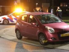 Fietser belandt bij aanrijding op voorruit op rotonde in Apeldoorn