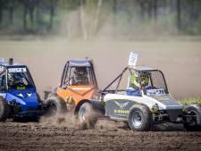 Autocross Albergen: sproeiregen van zand en kluiten
