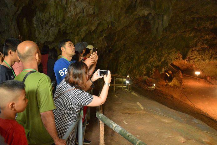 De grot is nu opnieuw toegankelijk, voor groepjes van telkens 25 à 30 personen.