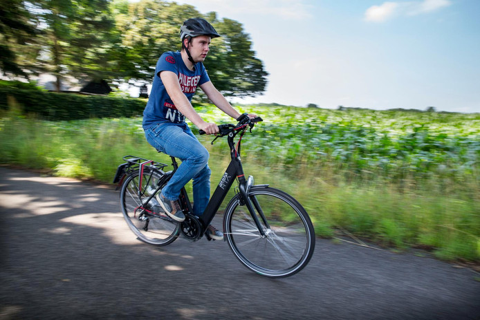 Een fietser op een e-bike. Foto ter illustratie.