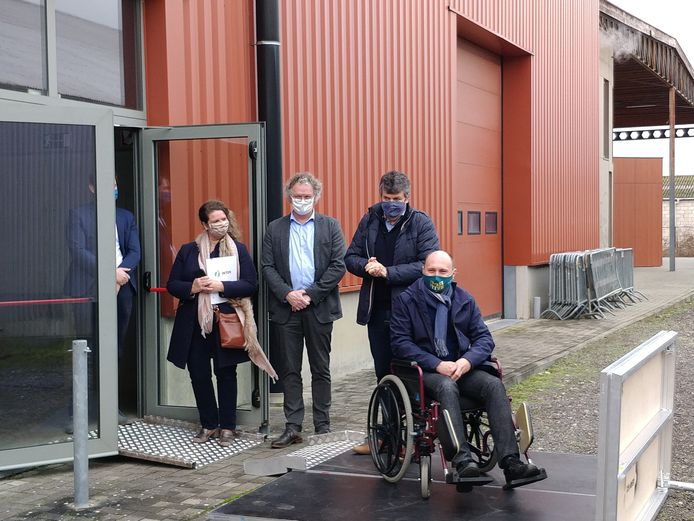 Vlaams minister Bart Somers bezoekt vaccinatiecentrum CC den Amer in Diest