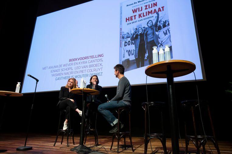 Kyra Gantois, Anuna De Wever en Wouter Deprez bij de boekpresentatie in de Roma. Beeld BELGA