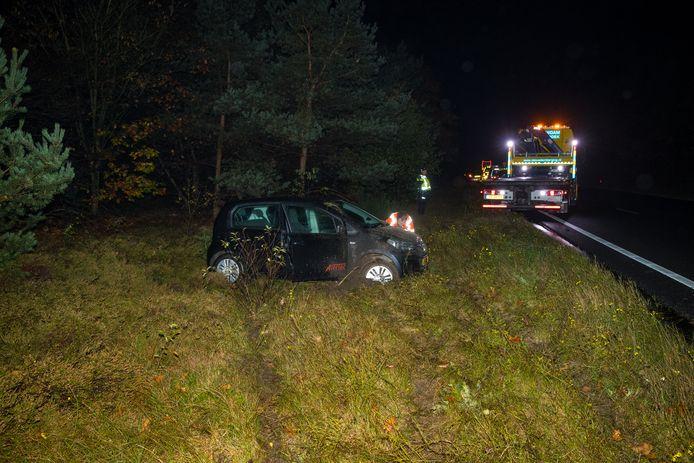 De auto kwam tot stilstand op de middenberm van de A28.