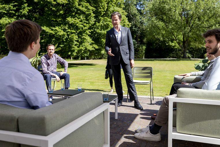 Premier Rutte ontvangt begin juni jongerenorganisaties op het Catshuis om te praten over hoe Nederland er de komende periode uit moet zien.  Beeld ANP