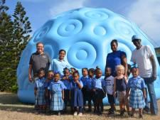 Jaap en Rianne uit Raamsdonksveer geven hun Sint Eustatius een 'reis door het heelal'