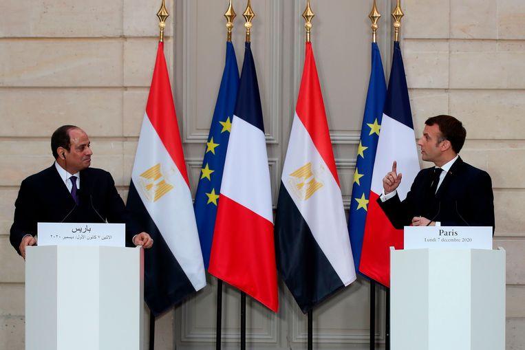 Presidenten Abdel Fattah al-Sissi en Emmanuel Macron na hun eerste bespreking vorige week.   Beeld AFP