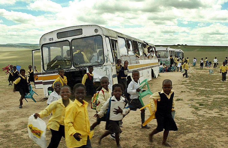 Een foto genomen in de omgeving van een schooltje in Qunu, Umata, een van de armste gebieden van Zuid-Afrika. Beeld IMAGEGLOBE