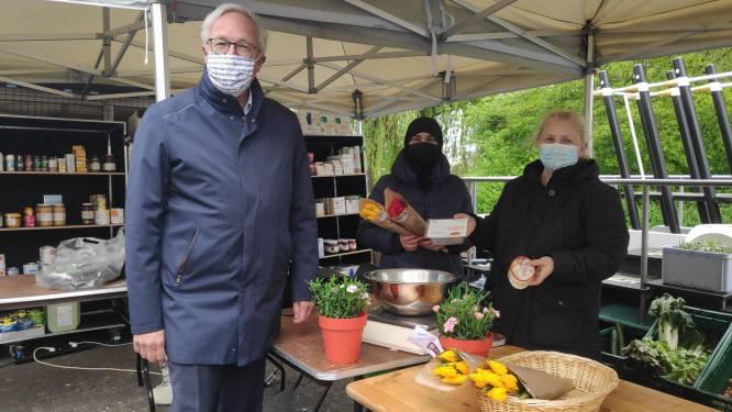 """Kwetsbare Gentenaars voortaan welkom bij mobiele kruidenier: """"Ook wie niet goed ter been is, blijft niet in de kou staan"""""""
