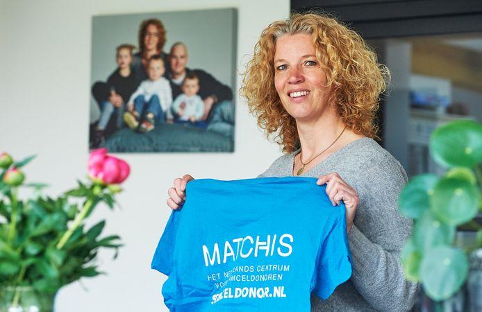De Megense Leonie Muis verloor tien jaar geleden haar man aan leukemie. Nu is ze actief met de campagne om meer stamceldonoren te werven.