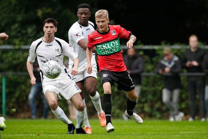 Magnus Mattsson stijlvol in actie tegen de amateurs van NEC.