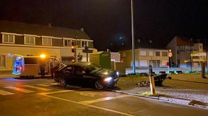 Nachtelijke crash tegen verkeerslicht aan De Fijne tijdens niet-essentiële verplaatsing