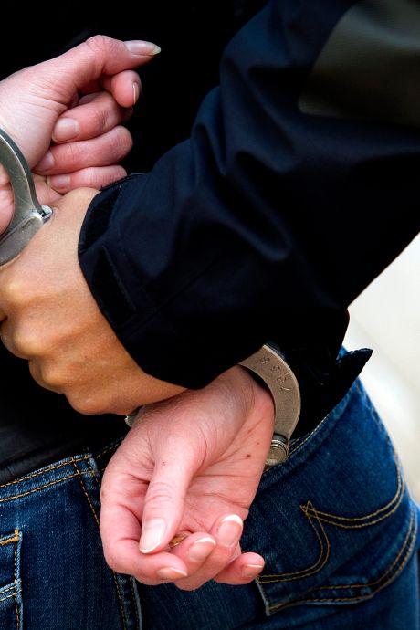 Sliedrechtse (41) valt winkelmedewerkers aan met metalen staaf