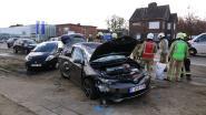 VIDEO: Auto over de kop na aanrijding op Vesten, twee inzittenden gewond