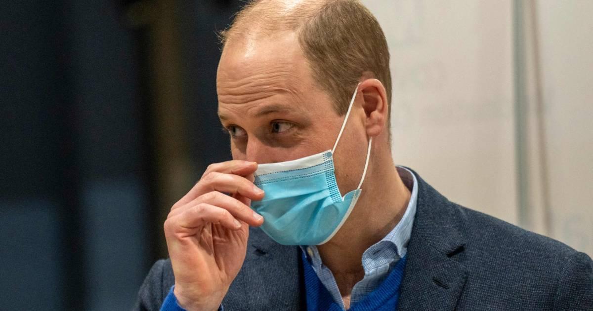 Prins William na geruchten over gezondheid prins Philip (99): 'Hij is oké' - AD.nl