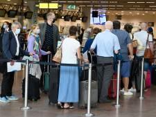 Lancement du pass sanitaire européen, actions de zèle des douaniers: confusion et files à l'aéroport de Bruxelles