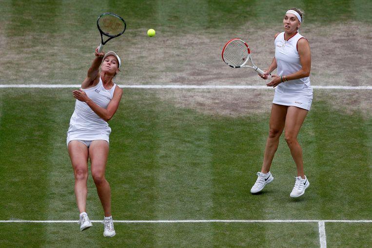Veronika Kudermetova (links) en Elena Vesnina (rechts).  Beeld AFP