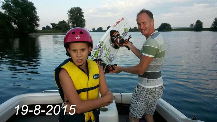 Levi en zijn vader op de Maas