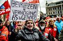Stakers demonstreren op de Dam tijdens de landelijke actiedag voor een goed pensioen.