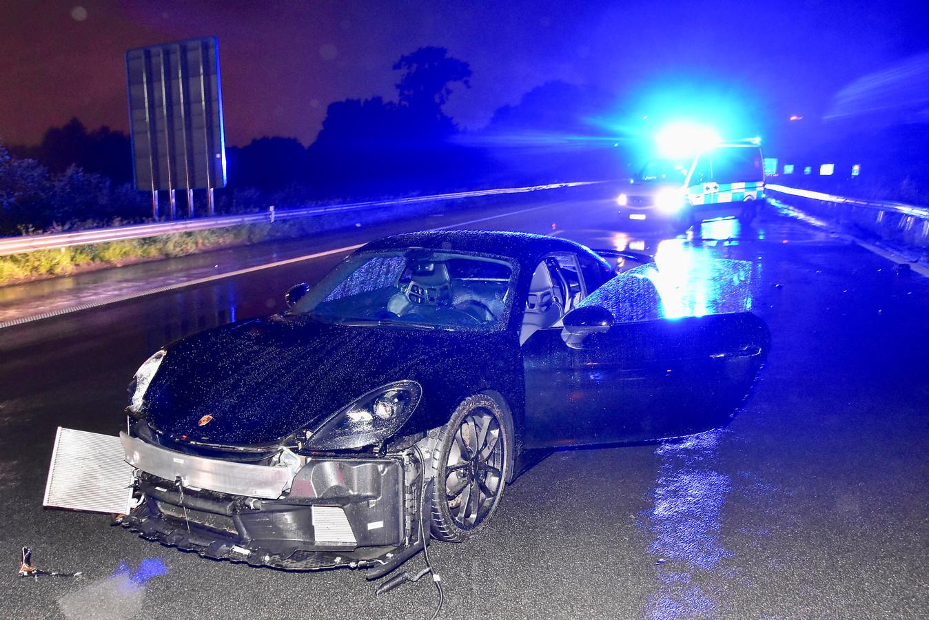 De exclusieve Porsche liep zware schade op bij het ongeval langs de E403 in Roeselare.