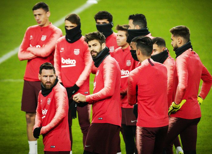 FC Barcelona traint in het Philips Stadion.