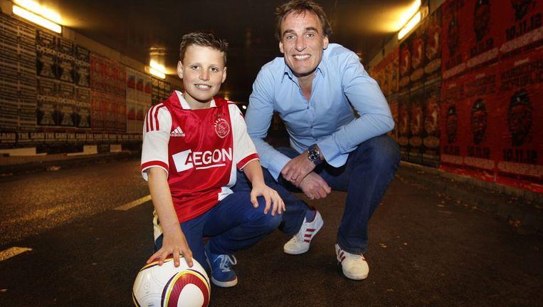 Faan Hoogeveen en zijn vader Kees-Jan. 'Ik denk niet dat ik de volgende keer weer mag opblijven'. Beeld Maartje Blijdenstijn