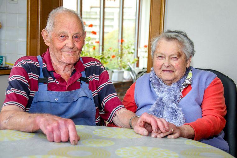 Robert en Julia zijn in de wolken met de teruggevonden ring.