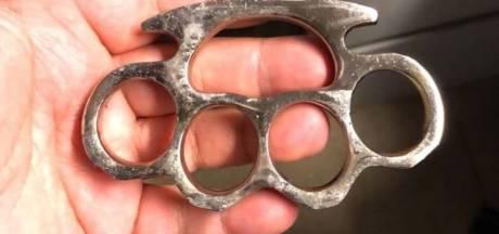 'Buit' van fouilleeracties in Ridderkerk: vier messen, boksbeugel, honkbalknuppel, hamer en wiet