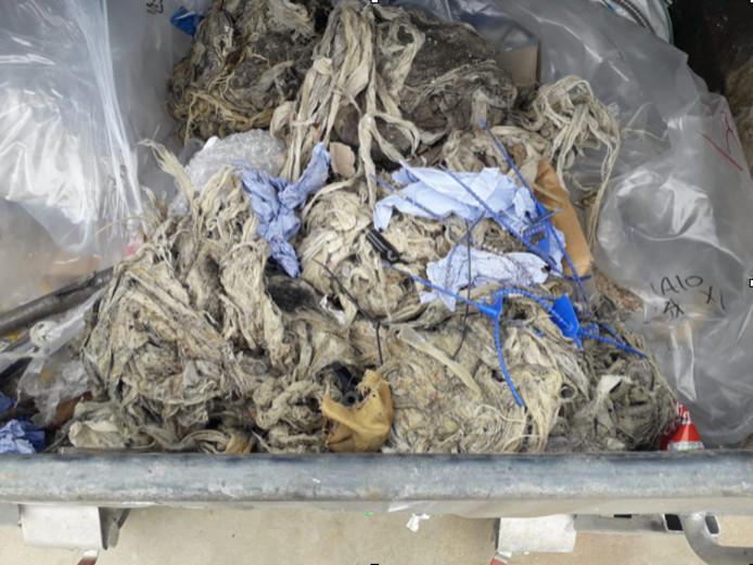De vochtige doekjes die uit de rioolpomp werden gehaald aan de Muilaardstraat.