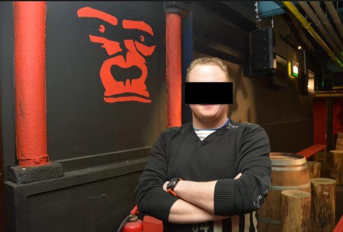 D.H. in betere tijden in 'zijn' M-Onkey Bar in Roeselare.