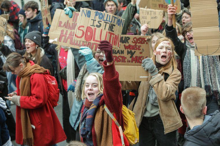 Voor de vierde week op rij eisen scholieren en studenten een beter klimaatbeleid.  Beeld BELGA