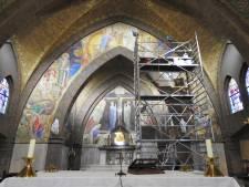 Restauratoren in actie te zien in Beltrumse parochiekerk