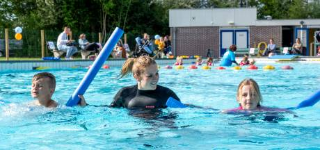 Arnemuiden viert eerste zwemles in tijden: 'Ze komen hier van heinde en verre'