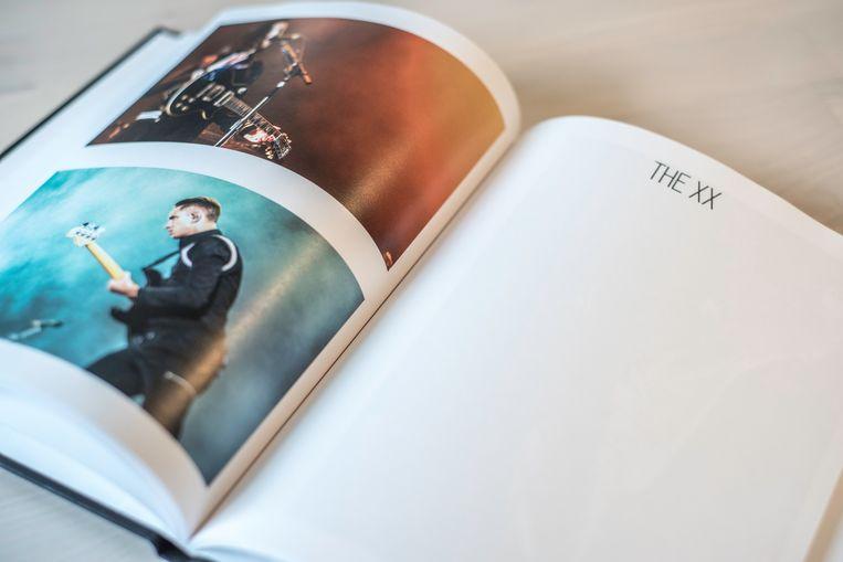 Concertfotograaf Guillaume Decock bundelde eigen werk in het doorgeefboek 'Muziek verbindt'. Beeld RV