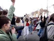 Quand les Bruxellois aspirent à danser: scène de liesse dans le centre