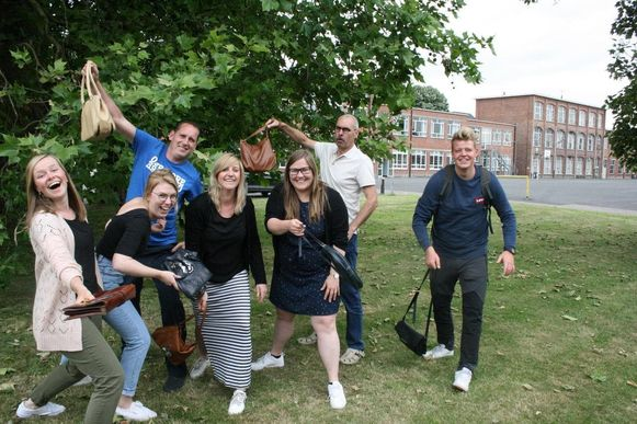 De leerkrachten van Sint-Laurens lijken klaar voor het WK Sjakossenwerpen.