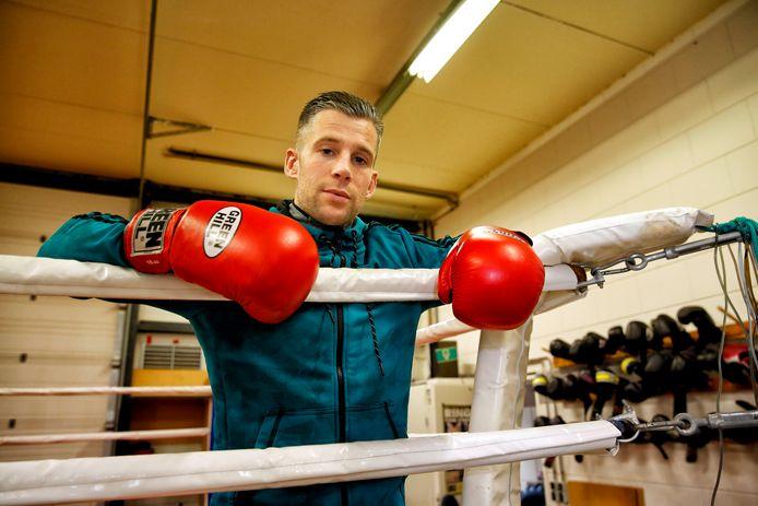 Kickbokstrainer Ernst Moerkerk mag toch blijven in zijn sportschool in Vlaardingen