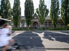 Achter de monumentale gevel van het Dorpshuis Elst komen 10 tot 20 woningen: 'Maar het mag ook meer zijn'