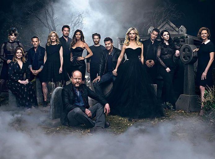 Nicholas Brendon (derde van links) met de cast van 'Buffy'.