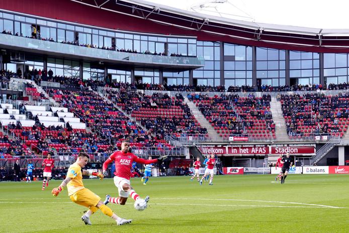 PEC Zwolle-doelman Michael Zetterer voorkwam dat PEC Zwolle met een achterstand ging rusten tegen AZ, door een penalty van Teun Koopmeijners te keren.