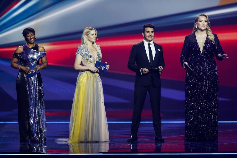 Edsilia Rombley, Chantal Janzen, Jan Smit en Nikkie de Jager tijdens de eerste halve finale van het Songfestival. Beeld EPA