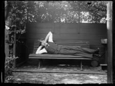 Ronald Jansen geeft eerste fotografen van Enschede een gezicht: de stille getuigen van een verdwenen wereld