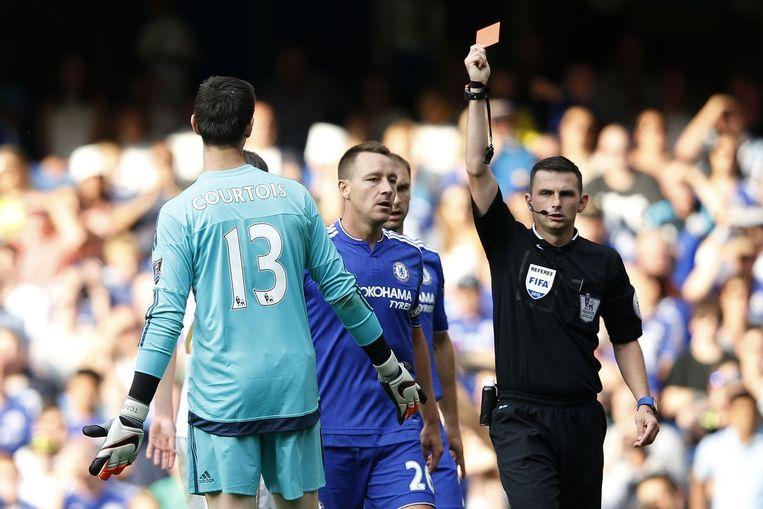 Courtois pakte de tweede rood kaart in zijn carrière. Beeld AFP