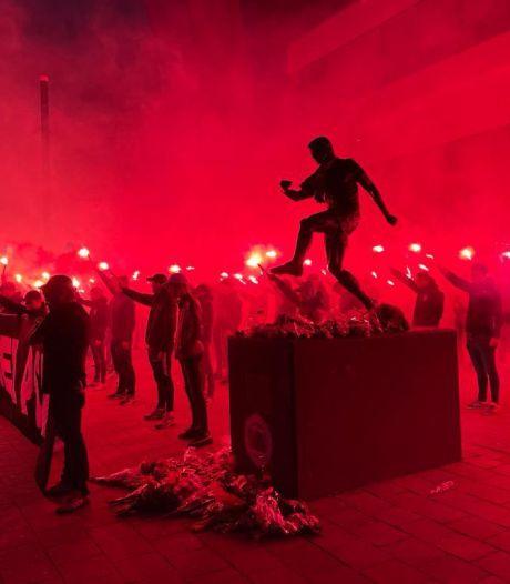 PSV-supporters komen met spontane sfeeractie voor hun icoon Willy van der Kuijlen