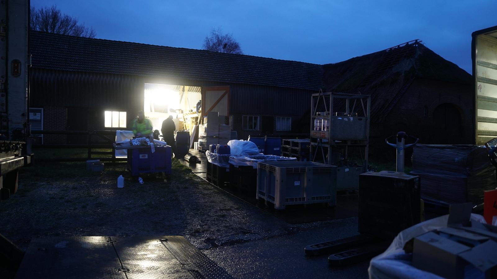 De ontruiming van het drugslab in Voorst in januari 2018.